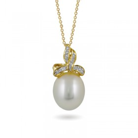 Gold pendant 750 with sea pearls and diamonds