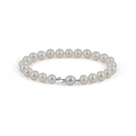 White pearl bracelet with amulet (charmik)