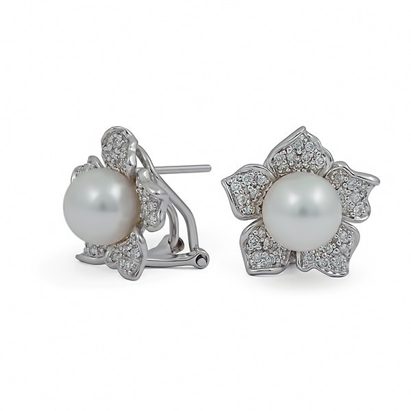 Earrings from 14 karat gold with sea pearls and diamonds