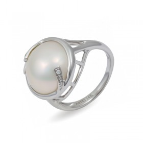 Ring from 14 karat white gold with Mabe sea pearls and diamonds