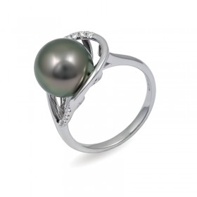 Ring from 14 karat white gold with Tahiti sea pearls
