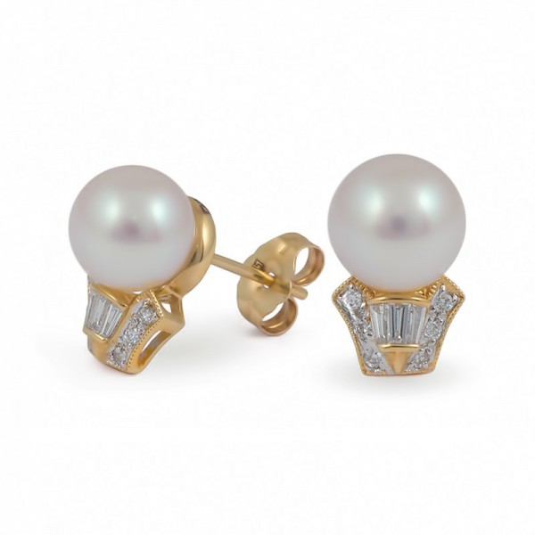 Earrings from 14 karat yellow gold with Akoya sea pearls and diamonds