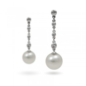 Earrings from 14 karat gold with natural pearls and diamonds
