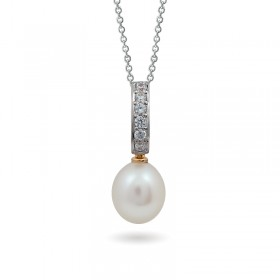 Pendant in 14 karat gold with natural pearls
