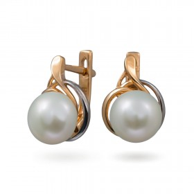 Earrings in 14 karat gold with natural pearls
