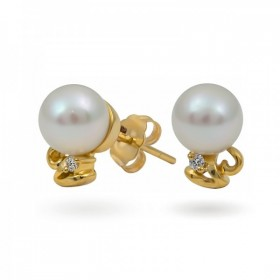 18-karat gold earrings with Akoya sea pearls and diamonds