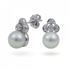 Earrings in 14 karat gold with Akoya sea pearls and diamonds