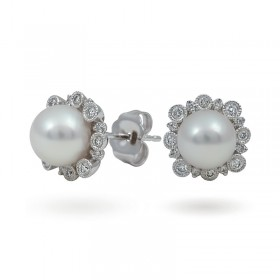 Gold earrings 750 with Akoy sea pearls and diamonds