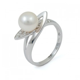 585 white gold ring with Akoya sea pearls and diamonds