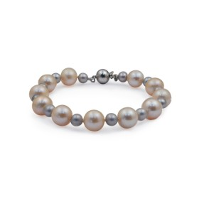 Freshwater pearl bracelet with amulets (charms)
