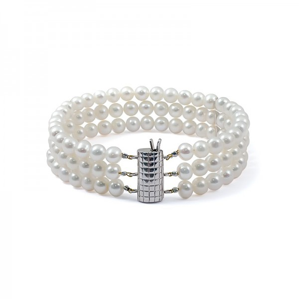 Bracelet of three strands of natural pearls in white